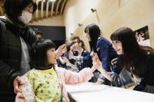 AKB48グループが69回目の被災地訪問 8年ぶり再会も