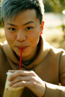 """那須川天心、初女性ファッション誌取材で""""恋バナ""""挑戦「カフェオレ持つとは思わなくて(笑)」"""