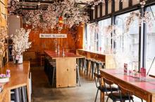 ビジネス街にお花見できる限定カフェ登場 500円ランチに夜は100円カクテルも