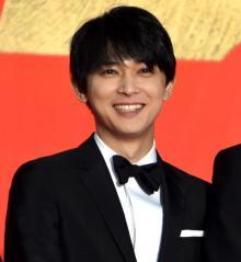 吉沢亮、顔の美しさ絶賛され照れ笑い 満島真之介から「お母さんに会ってみたい!」