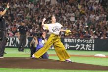 今田美桜、ソフトバンク開幕戦で始球式 福岡移転30周年イヤーを彩る