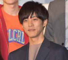 松坂桃李、初の本格恋愛ドラマに心が「モゾモゾ」 車いす男性の役「気付かされることが多い」