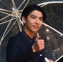 賀来賢人、CMで共演の中村倫也は「非常にファニーな男」
