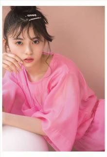 齋藤飛鳥「Pretty in PINK」 人気ブランドのピンクアイテムを華麗にまとう