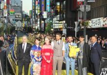 歌舞伎町がピカチュウ色に染まる 竹内涼真、ライアン・レイノルズら『ポケモン』演者集結で騒然