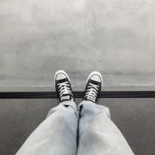 歩きやすい&疲れない私の通学シューズはこれ!スニーカーとパンプスが多めでした【女子大生のリアル事情】