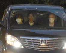 田口淳之介&小嶺麗奈容疑者、湾岸署に移送 顔上げ前を見据える