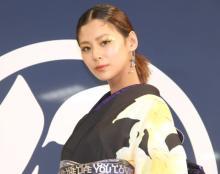 """西内まりや、大好きな""""ゆり""""の黒浴衣姿 初めて自身でデザイン"""
