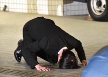 田口淳之介被告が保釈 湾岸署正面玄関で16秒の土下座「しっかり更生し、罪を償う」