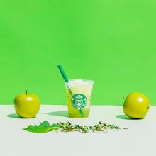 暑い夏にひんやり嬉しいスタバの新作♡「ティバーナ フローズン ティー 香る煎茶 × グリーン アップル」が登場