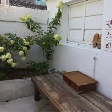 飲む?食べる?どっちが先⁉魅惑の「お団子ラテ」が楽しめる韓国のおしゃれカフェ「괜스레(クェンスレ)」が気になる♡