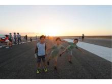 滑走路を歩いて学べる!「夏休み・早朝親子滑走路ウォーク」