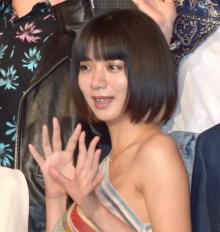 池田エライザ、肩出しドレスで魅了 蜷川監督作品は「すごく生々しい姿を描いている」