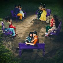 """あいみょん、夜の公園のベンチでキス!? 石原さとみ主演ドラマ主題歌""""超短""""動画公開"""