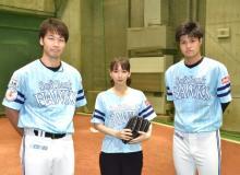 吉岡里帆、ホークス戦始球式前に武田選手&甲斐野選手からレクチャー