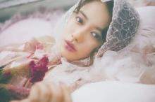 山本舞香『LARME』初の単独カバーガール 質感メイクと服の関係を華麗に表現