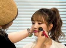 """「髪型だけは崩さない」アイドルの""""かわいい""""作る、AKB48メイクアップアーティストの信条"""