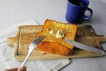 カリっ!ふわっ!じゅわ~〜!のあま~いしあわせ♡大阪のカフェ「COLORS」から#はちみつ食パンが発売!