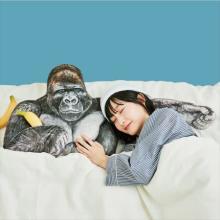 あのイケメンゴリラが添い寝してくれる♩フェリシモの「腕枕クッション」がリアルすぎてちょっとドキドキ♡
