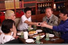 トニセン、小林稔侍が来店「本音でハシゴ酒」のお店紹介in新宿三丁目