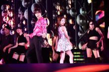 東方神起ユンホ×BoAがキス⁉ 『SMTOWN LIVE』で共演