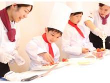 「親子で楽しむパティシエ体験&デザートブッフェ」開催