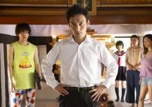 草なぎ剛主演の映画『台風家族』 場面写真一挙15枚公開