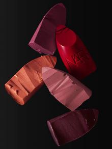 """新製品「NARS リップスティック」のカラー展開は驚異の""""全60色""""!ブランドの原点となった12色も限定発売"""
