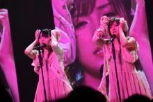 AKB48岡田奈々&佐藤七海のキスに大歓声 変態同盟は解散!?「お別れのチューができた」