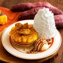 """濃厚な甘みが特徴的な""""安納芋""""を使用。「エッグスンシングス」に秋ならではのパンケーキが登場します♡"""