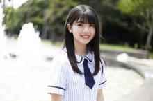 乃木坂46最年少・筒井あやめ、歴代制服衣装50着以上を着比べ