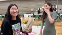 新木優子から花束「24時間駅伝完走お疲れ」&スタッフが「サライ」合唱…よしこの反応は?