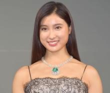 土屋太鳳、美の秘訣は新聞「大根を包むにもいい」 5億円エメラルドは「小さな地球」