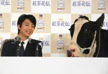 """伊藤健太郎、""""乳牛""""と共演で言葉理解 会見中は鳴き声代弁し「心が通い合っている」"""