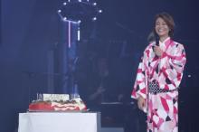 氷川きよし、42歳誕生日に憧れの大阪城ホールで44曲熱唱 話題の衣装もバージョンアップ