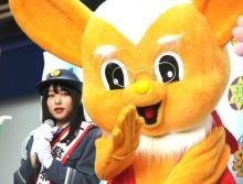 桜井日奈子、ピーポくん家族に驚き「え、いたんだ!」 麻布・一日警察署長就任で交通安全呼びかけ