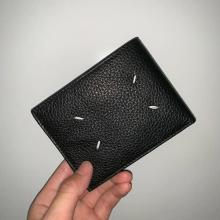「一生大事にします」の声いただき。大人かっこいいメゾンマルジェラのミニ財布は男性へのプレゼントにおすすめ