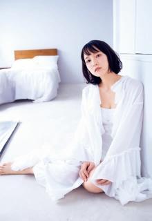 吉岡里帆、白ワンピまといナチュラルな美しさ披露