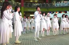「石田を探せ!」ノンスタ石田、白衣装のラストアイドル44人に紛れてライブ 白衣装で仕事獲得