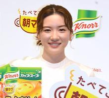 永野芽郁、サプライズで巨大ケーキ登場に感激「すごいよ~!」