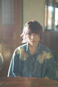 BiSHアユニ・D、初フォトブックで見せた素顔と知られざる一面 台湾で撮り下ろしも