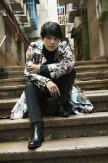 吉沢亮と「マカオで逢えたら」 最新コレクションまといモードな表情披露