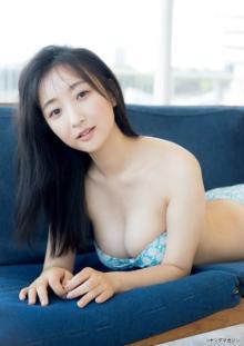 """""""ミスコン出身のきれいなお姉さん""""前田千恵、ワンピース脱いで白肌を露わに…"""