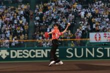 戸田恵梨香、甲子園で見事なノーバン投球「楽しかったです!」
