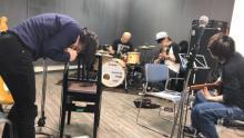 宮本浩次、楽曲が生み出される瞬間を生々しくとらえた、横山健とのコラボ新曲MV公開