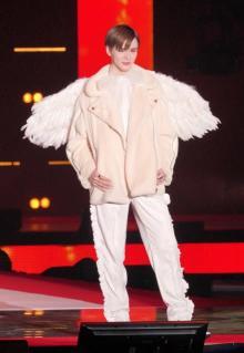 "【GirlsAward】Matt、羽をまとった""天使""降臨 観客は手を合わせて拝む"