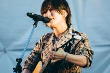 山本彩、新曲「追憶の光」初披露 小林武史P「初の例になるかも」