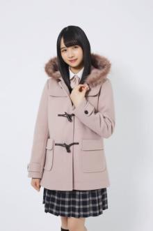 日向坂46現役中学生・上村ひなの、秋冬新作制服を可憐に着こなす