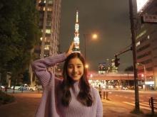 """新木優子 """"お茶目ショット""""にファン歓喜 東京タワーが冠に!?「かわいい」"""