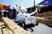 "Mattやゴリパラも登場、手作りカートを使用した大まじめな""おバカレース"" 『Red Bull Box Cart Race Tokyo 2019』開催"